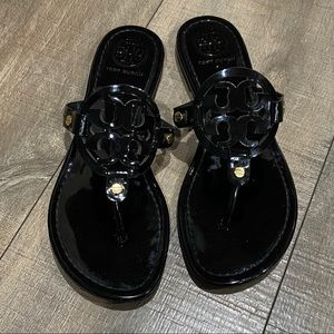 TORY BURCH || Miller Sandal, Black Patent Leather.